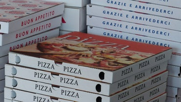 Tipping Etiquette: How Much to Tip Pizza Delivery Personnel