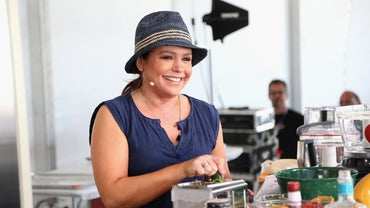 What Are Some Popular Rachel Ray Recipes for Baked Spaghetti?