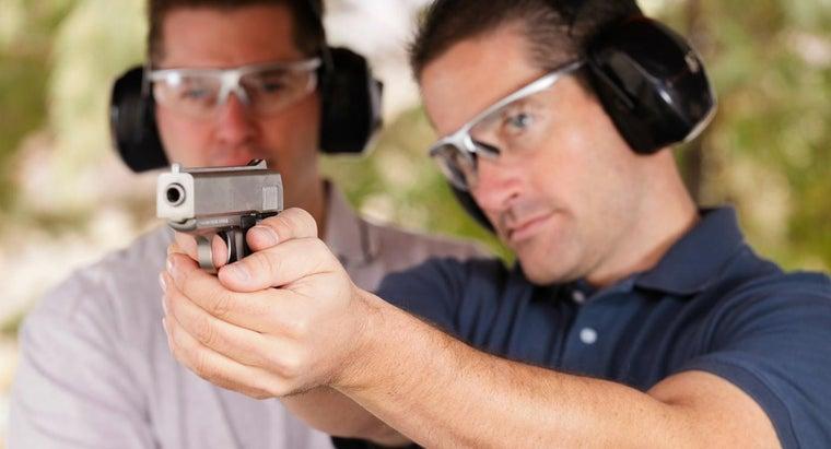 properly-hold-handgun
