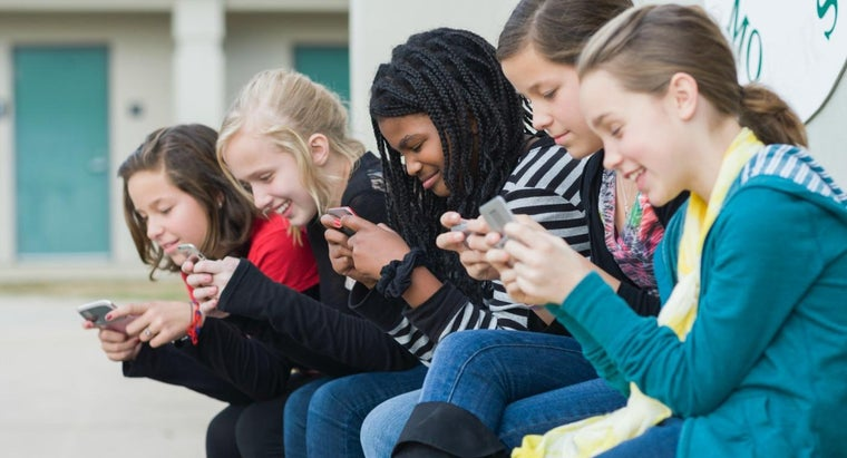 What Are the Pros and Cons of Banning Cell Phones in School