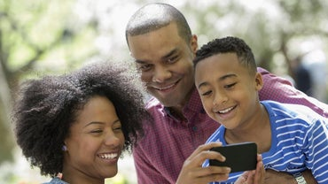 What Are the Pros and Cons of the Family Cellphone Plan Offered by Verizon?