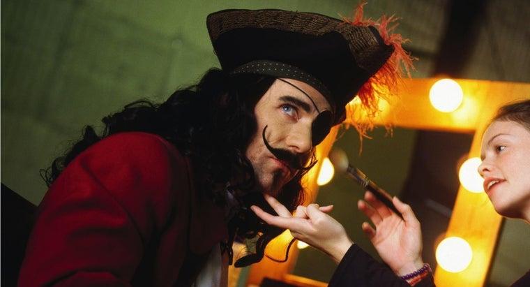 put-pirate-makeup