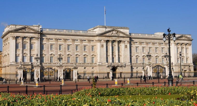 queen-buckingham-palace