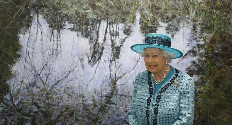 queen-england-world-s-richest-woman