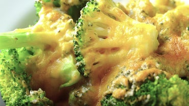 What Is a Recipe for Broccoli With a Velveeta Cheese Sauce?