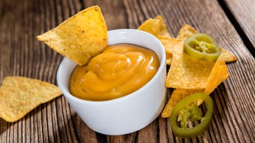 What Is a Recipe for Velveeta and Rotel Dip?