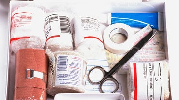 What Are the Recommended Contents of a First Aid Kit?