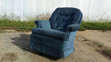 How Do You Remove Water Stains From a Fabric Chair?
