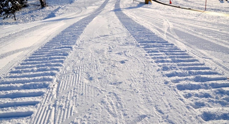 season-tire-driving-snow