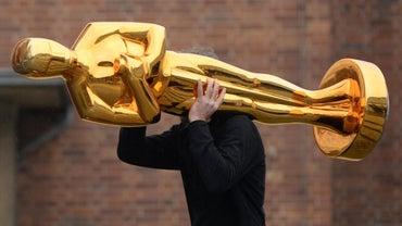 Who Sells Oscar Award Trophy Replicas?