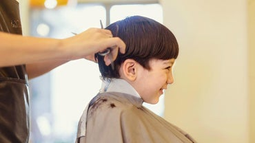 What Services Do Great Clips Salons Offer?