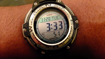 How Do You Set Time on a Digital Watch?