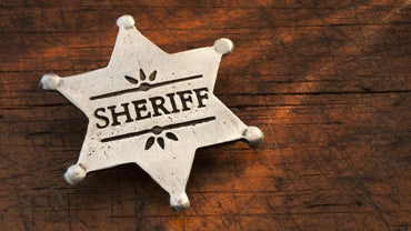 How Does the Sheriff's Department Serve Warrants?