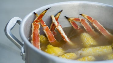 What Are Some Side Dishes That Go With Crab Legs?