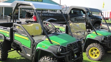 What Are the Specifications for a John Deere Gator?