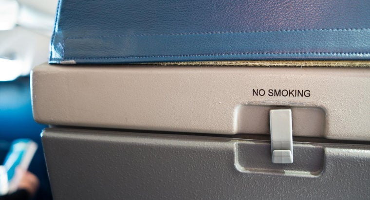 standard-dimensions-space-under-airline-seat