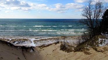 What States Border Lake Michigan?