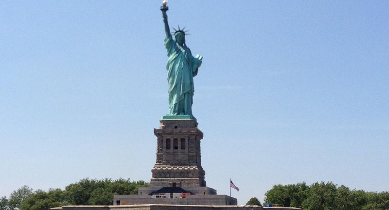 statue-liberty-symbolize