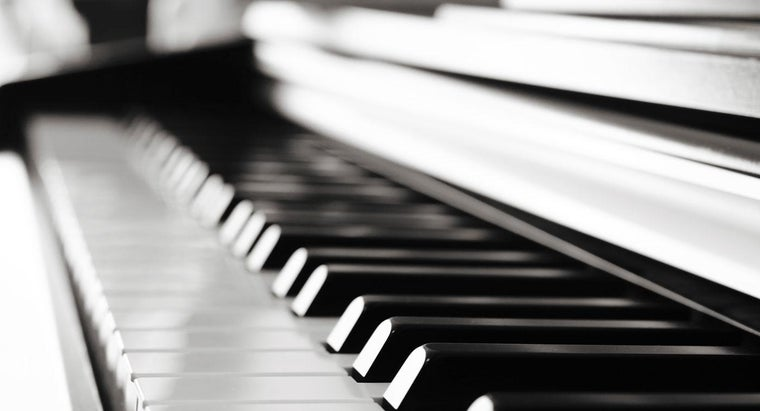 many-white-keys-piano