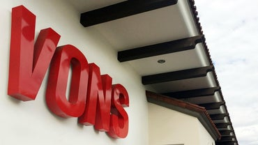 What Are the Store Hours at Vons?