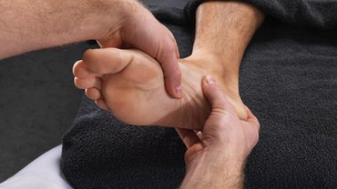 What Are the Symptoms of a Bone Spur on the Heel?