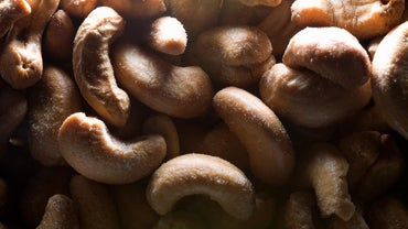 What Are Some of the Symptoms of a Cashew Allergy?