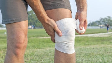 What Are the Symptoms of a Knee Ligament Tear?