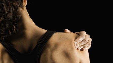 What Are Some Symptoms of a Pinched Shoulder Nerve?