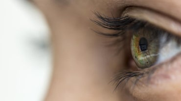What Are Symptoms of Shingles in the Eye?