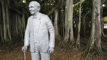 What Is Thomas Edison Famous For?