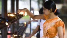 What Is the Traditional Clothing Worn in Sri Lanka?