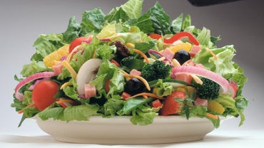 What Are the Typical Ingredients in Chef Salad?