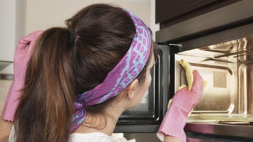 How Do You Use a Commercial Microwave Oven Cleaner?