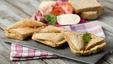 How Do You Use a Sandwich Maker?