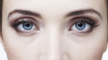 How Do You Use Vaseline to Make Your Eyelashes Longer?