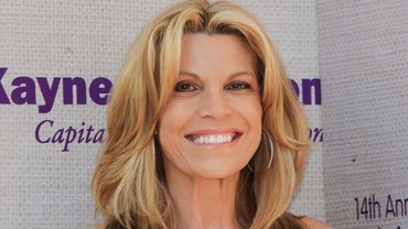 What Is Vanna White's Yearly Income?