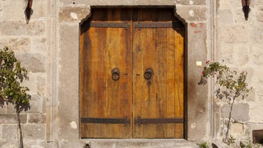 What Are Some Ways to Make Wooden Doors?
