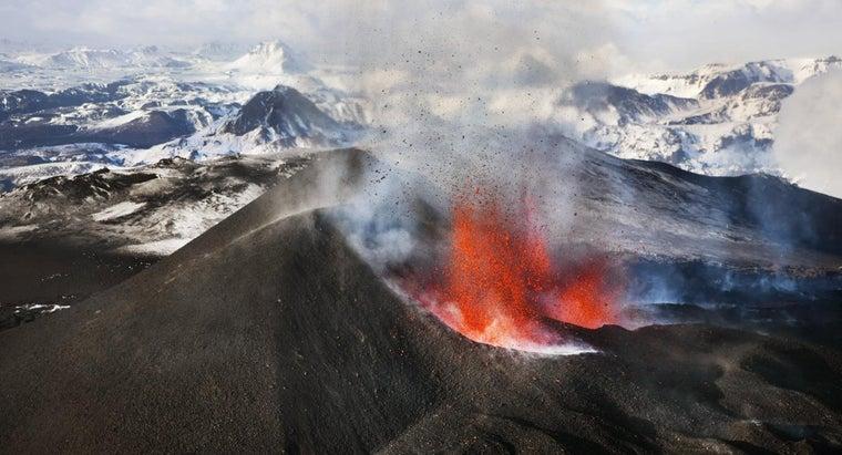 ways-volcanoes-constructive-force