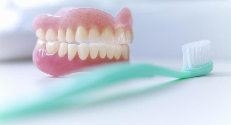 whiten-porcelain-dentures