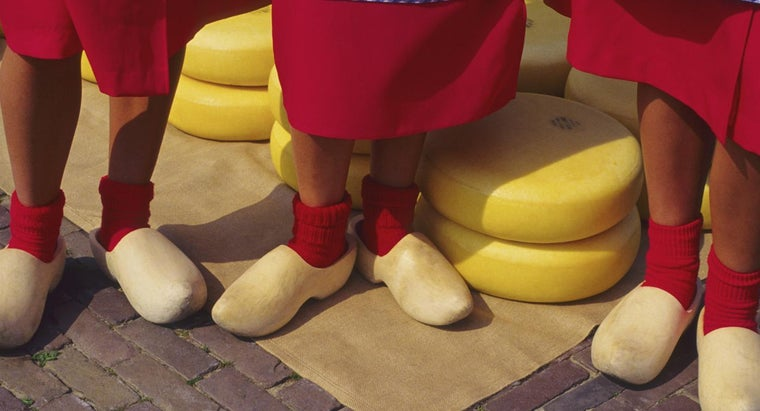 did-dutch-start-wear-wooden-shoes