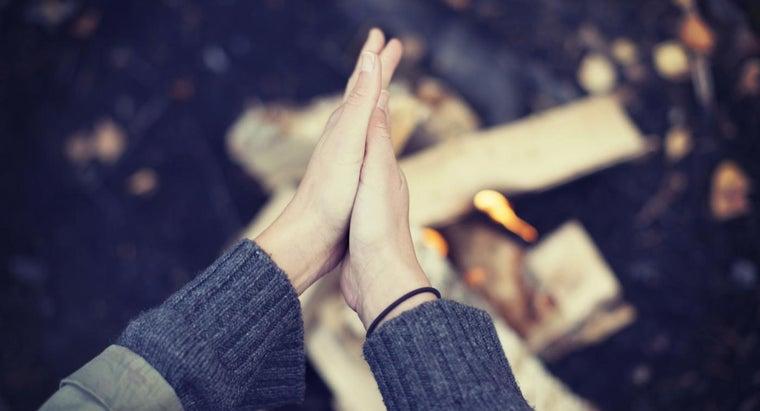 rubbing-hands-together-make-warmer