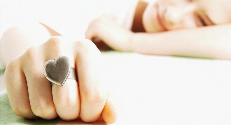 silver-turn-finger-green