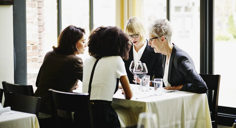 women-wear-business-dinner