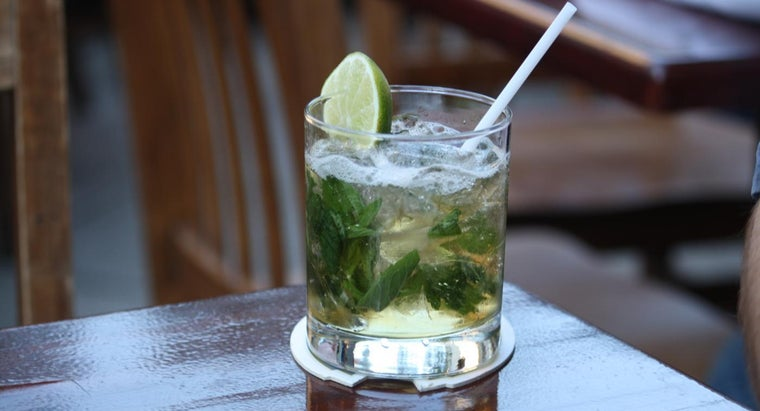 What Is a Simple Recipe for a Classic Mint Julep?