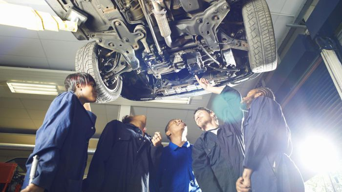 What Kinds of Courses Are a Part of Mechanic Training?