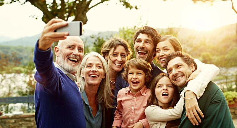 How Can You Compare Family Mobile Phone Deals?