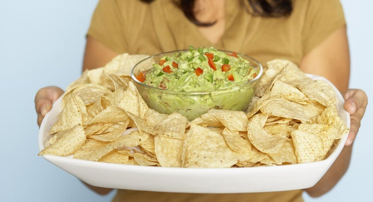 What Is an Easy Recipe for Homemade Guacamole?