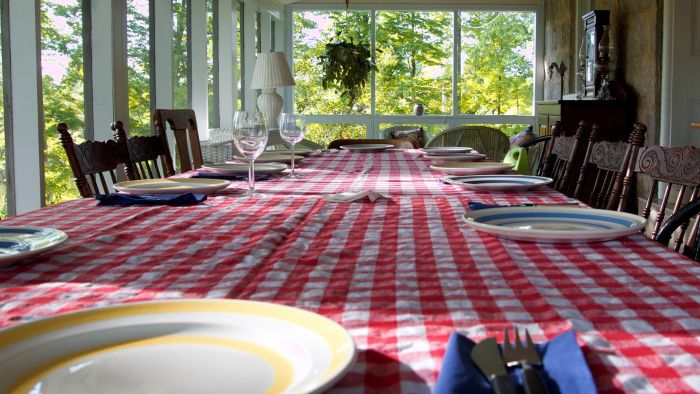 How Do You Measure Your Table for a Tablecloth?