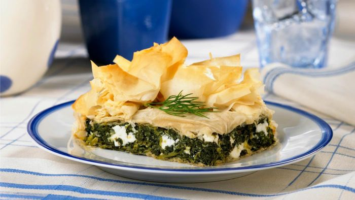 What are some classic Greek recipes?
