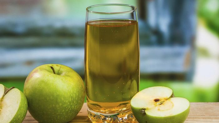 What are the guidelines for a gallbladder flush using apple juice?